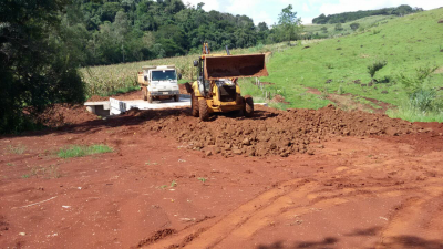 Prefeitura conclui mais uma ponte e inicia construção em outra localidade